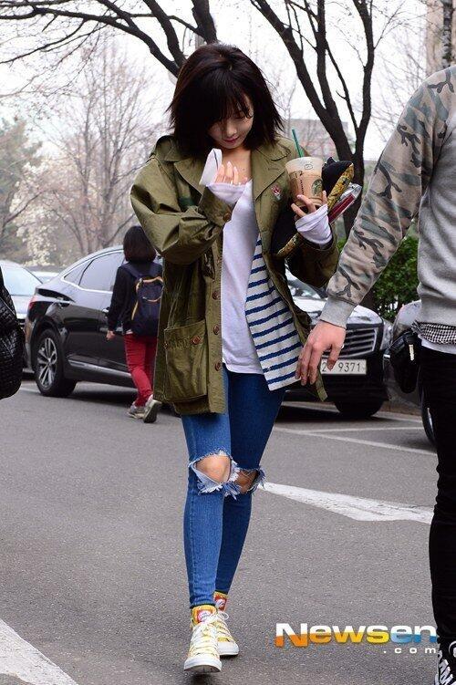 Dù chịu nhiều tai tiếng nhưng Hyun Ah vẫn là một cô nàng 21 tuổi với phong cách thời trang trẻ trung, tiện dụng ở đời thường.