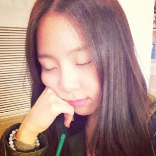 """Yewon (Jewelry) đăng tải hình """"đang ngủ"""" cực dễ thương"""