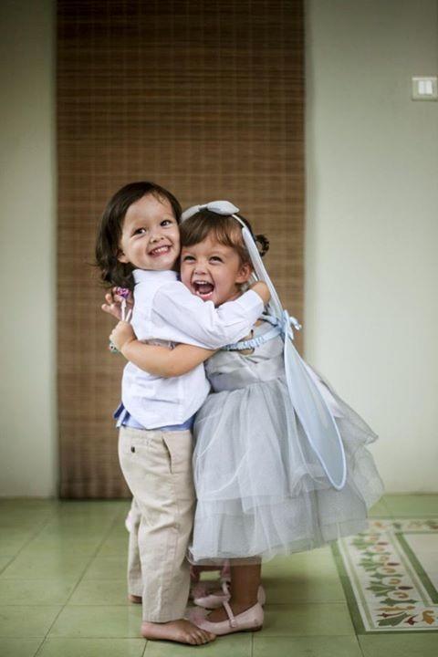 Bé Aiden (trái) và bé Lea (phải) rạng rỡ trong ngày sinh nhật mừng 2 tuổi. - Tin sao Viet - Tin tuc sao Viet - Scandal sao Viet - Tin tuc cua Sao - Tin cua Sao