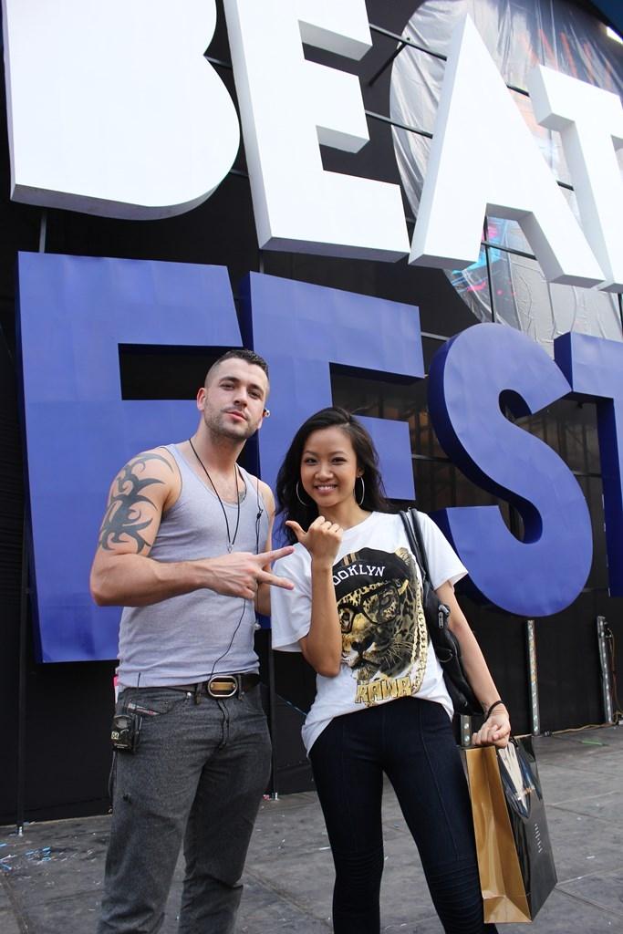 [YAN Beatfest] – Mỹ nhân Việt háo hức chụp hình cùng thần tượng Shayne Ward