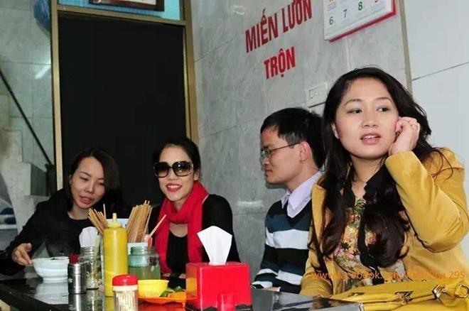 Khi vừa có mặt tại Hà Nội để chuẩn bị cho đêm nhạc chung với Bằng Kiều và một vài ca sĩ khác, Thu Phương còn tranh thủ ghé thăm một quán miến lươn. Đây là quán ăn nhỏ mà cô rất yêu thích khi còn sinh sống, làm việc tại thủ đô.