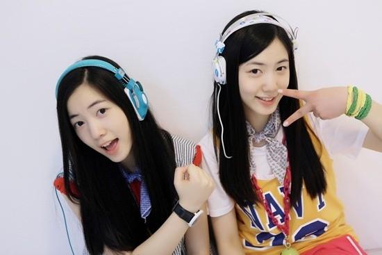 Cặp chị em song sinh Hwayoung (cựu thành viên T-ara) và Hyoyoung (5Dolls)