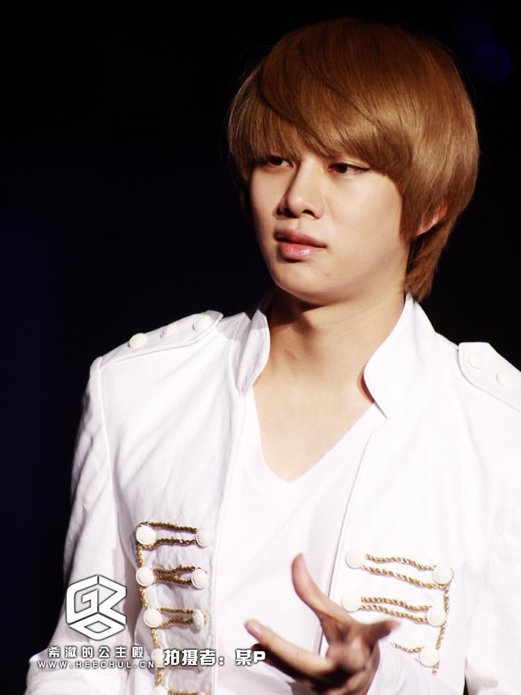 Heechul được biết đến là thành viên có tửu lượng cao nhất Super Junior. Muốn anh ấy say không phải là điều đơn giản.