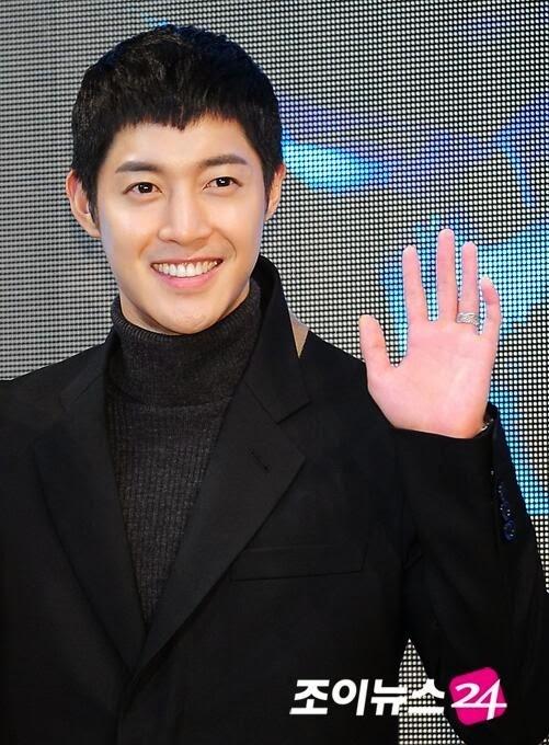 Kim Hyun Joong từng thừa nhận rằng anh có khả năng uống 1 lần 4 chai soju. Mặc dù không bằng T.O.P, nhưng đây cũng là một tửu lượng đáng gờm.