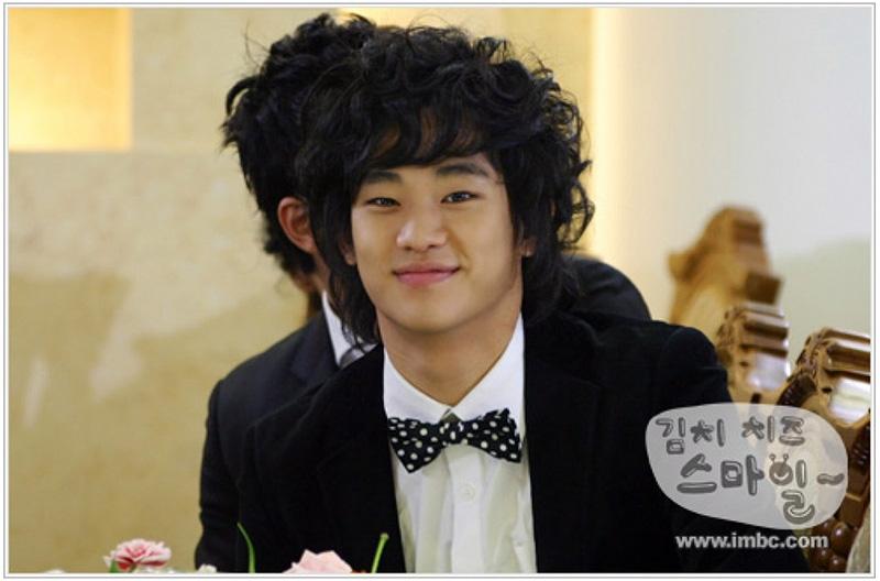 Kim Soo Hyun cực ngố trong tác phẩm đầu tiênKimchi Cheese Smile (2007)