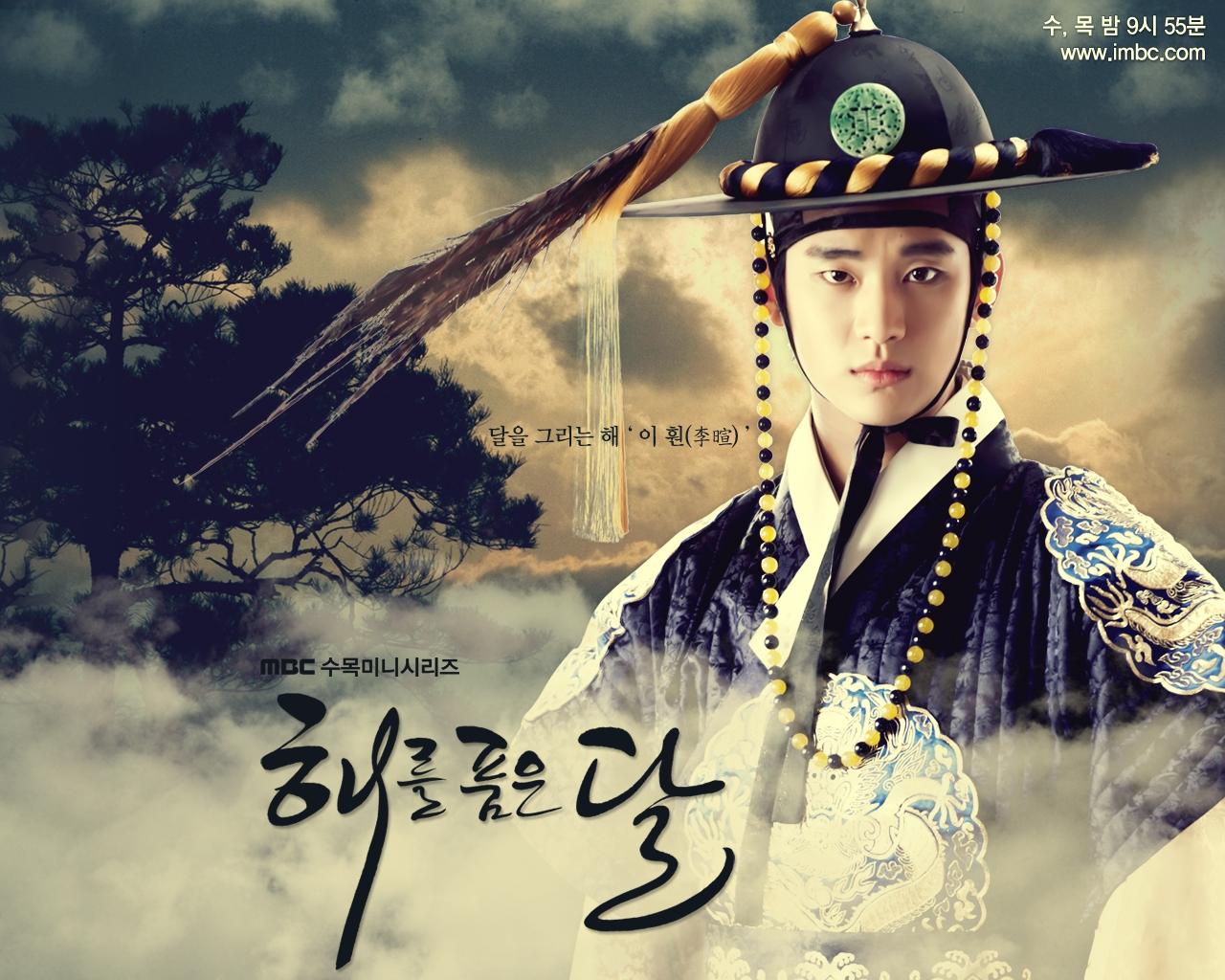 Vai diễn quốc vương Lee Hwon trong The Moon Embracing The Sun (2012)đã mang về thành công vang dội cho Kim Soo Hyun