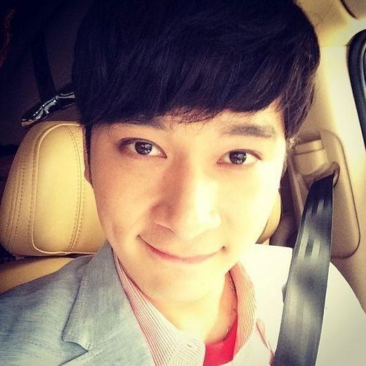 Gần đây, Chansung bắt đầu chơi Instagram, anh đã chiêu đãi fan bằng bức ảnh tự sướng cực dễ thương