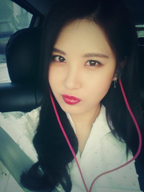 """Em út SNSD - Seohyun khoe hình với nội dung: """"Chào buổi sáng mọi người, tôi hy vọng các bạn có một ngày tuyệt vời và cười nhiều nhé"""""""