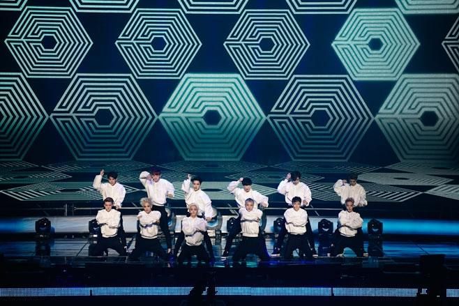 Hình ảnh 12 chàng trai EXO trong buổi showcase hôm qua 15/4