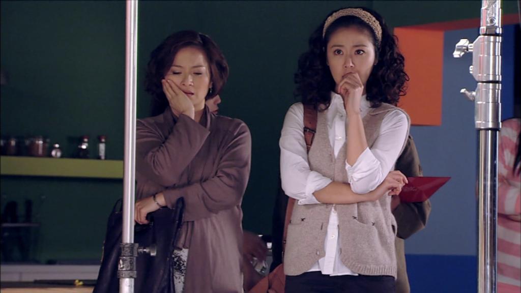 """Uông Minh Minh, nữ biên kịch phim 30 tuổi đã """"đổ"""" trước Y Sâm và giúp đỡ anh vào vai nam chính trong phim của mình"""