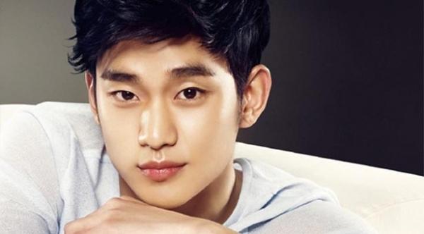 Đôi môi cũng là những đặc điểm vô cùng quyến rũ trên gương mặt Kim Soo Hyun