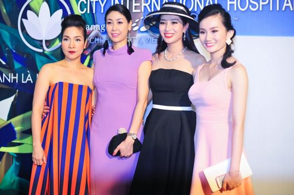 Ca sỹ Mỹ Linh, hoa hậu Hà Kiều Anh, hoa khôi Thu Hương cũng tham dự chương trình.