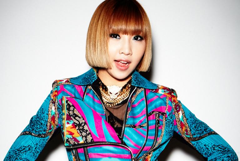 """Trong chương trình radio Kim Shin Young gần đây, khi được hỏi đến trong 2NE1 ai là người có tửu lượng khá nhất, CL đã không ngần ngại và """"tố"""" em út Minzy là người uống được nhiều nhất và cô rất hưng phấn khi say."""