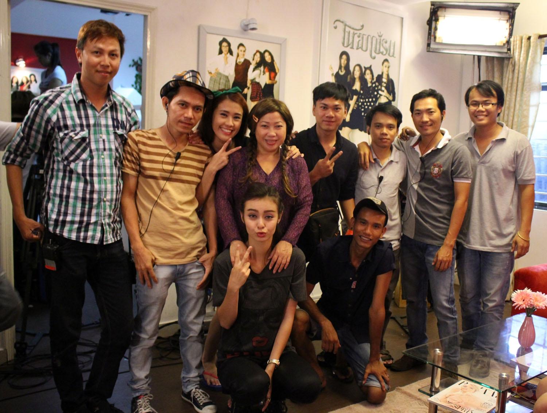 Ngọc Thảo và ekip làm phim Tiệm bánh hoàng tử bé
