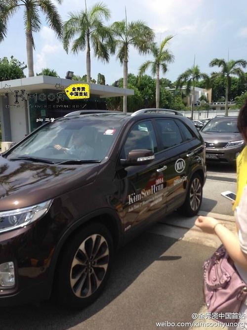 Hình ảnh Kim Soo Hyun đến Singapore vào sáng nay 26/4
