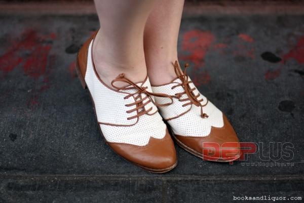 Chọn giày dép đẹp cho kỳ nghỉ trên biển