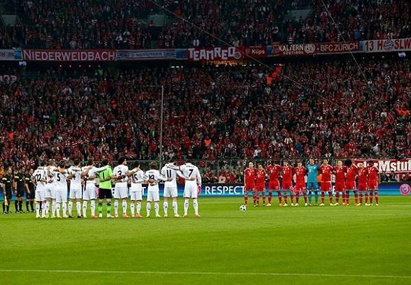 Hai đội giành một phút mặc niệm cho cựu HLV Real, Vujadin Boskov và cựu HLV Barca, Tito Vilanova. Hai nhà cầm quân này đã qua đời chỉ trong vòng một tuần gần đây.