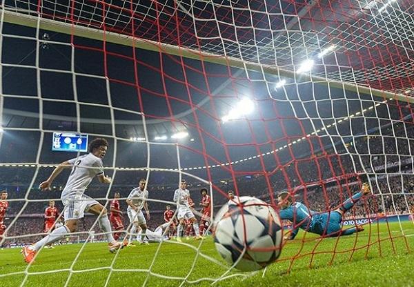 Real khởi đầu hoàn hảo với cú đánh đầu mở tỷ số của Sergio Ramos sau pha đá phạt góc từ Modric.