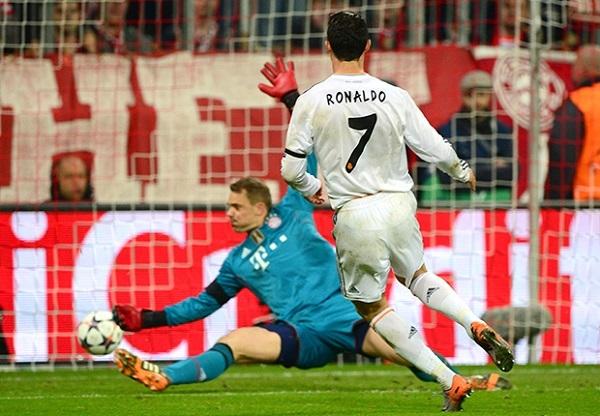 Đây là pha lập công thứ 15 của chân sút Bồ Đào Nha tại Champions League mùa này. Ronaldo đã chính thức vượt qua Messi để trở thành cầu thủ ghi nhiều bàn nhất trong một mùa giải Champions League.