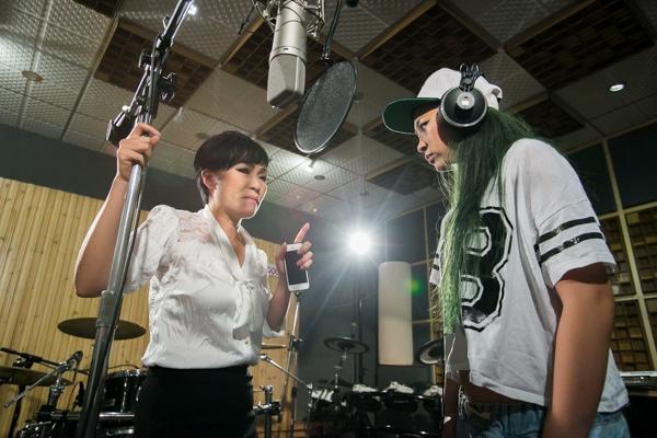 """Chỉ mới trải qua 2 tuần của """"Tuyệt đỉnh tranh tài"""" nhưng Kimmese đã cho thấy mình là một ca sĩ đầy tài năng. Không chỉ làm tốt sở trường nhạc R&B của mình mà cô ca sĩ trẻ còn hóa thân rất chuyên nghiệp vào các dòng nhạc khác nhau. - Tin sao Viet - Tin tuc sao Viet - Scandal sao Viet - Tin tuc cua Sao - Tin cua Sao"""