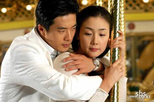 Kwon Sang Woo và Choi Ji Woo trong bộ phim nổi tiếng Nấc Thang Lên Thiên Đường (2003)