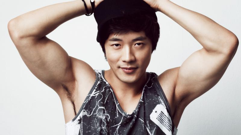 Kwon Sang Woo vẫn khóc khi xem lại Nấc Thang Lên Thiên Đường