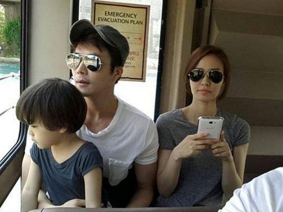 Nam diễn viên Kwon Sang Woo cùng vợ là nữ diễn viên Son Tae Young và con trai Luke.