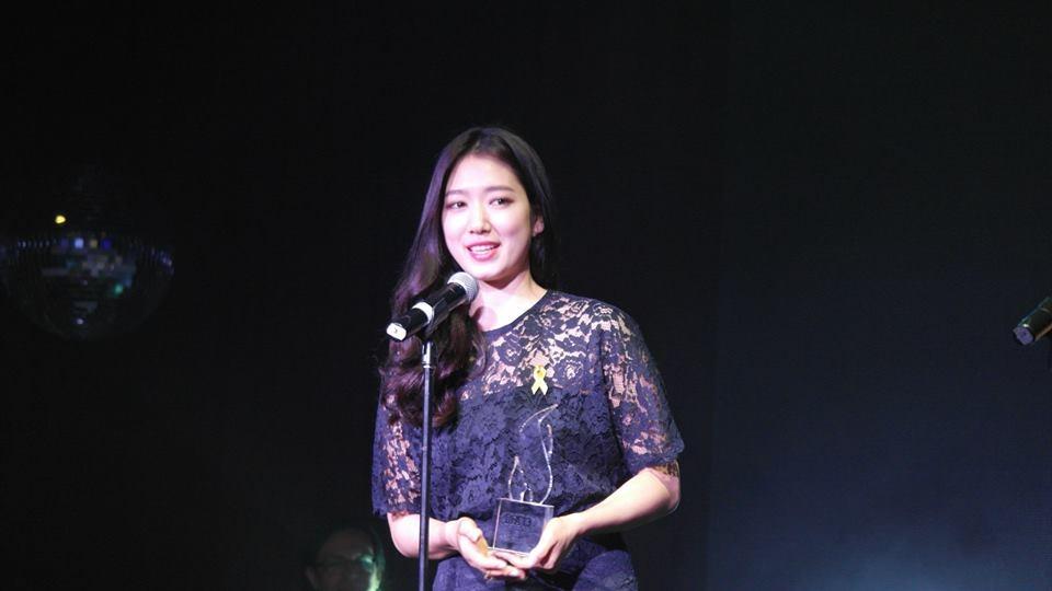 """Park Shin Hye đã nhận được giải thưởng """"Nữ diễn viên xuất sắc nhất"""" do khán giả của Drama Fever bình chọn"""