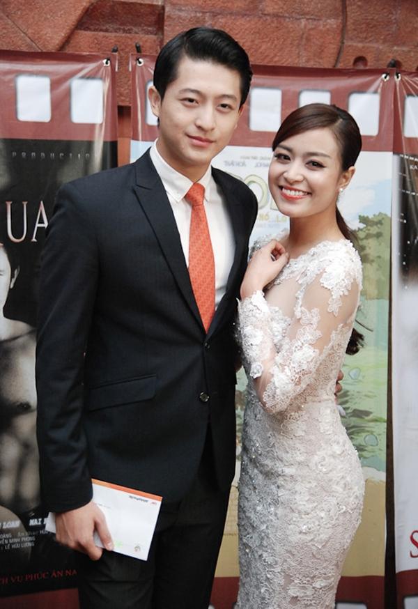 Trong buổi trao giải Cánh diều vàng được tổ chức tại Hà Nội, Hoàng Thùy Linh sánh đôi cùng Harry Lu