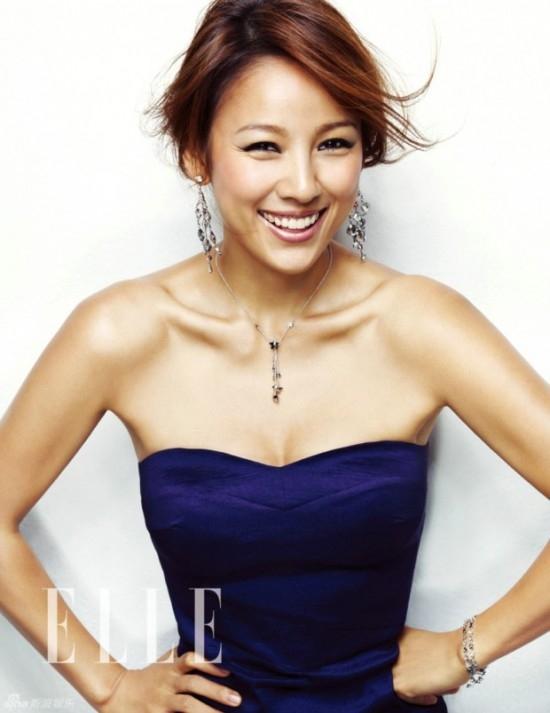 """Thật khó tin được """"nữ hoàng gợi cảm"""" của Kpop đã bước sang tuổi 35. Với vẻ đẹp gợi cảm và khỏe mạnh, các fan đều nghĩ rằng Lee Hyori chỉ tầm dưới 30 tuổi. Cô sinh ngày 10/5/1979"""