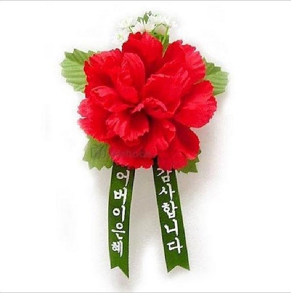 Sehun đăng tải hình ảnh mừng ngày của cha mẹ