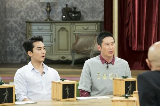 Song Seung Hun và MC Shin Dong Yup trong chương trình Witch Hunt