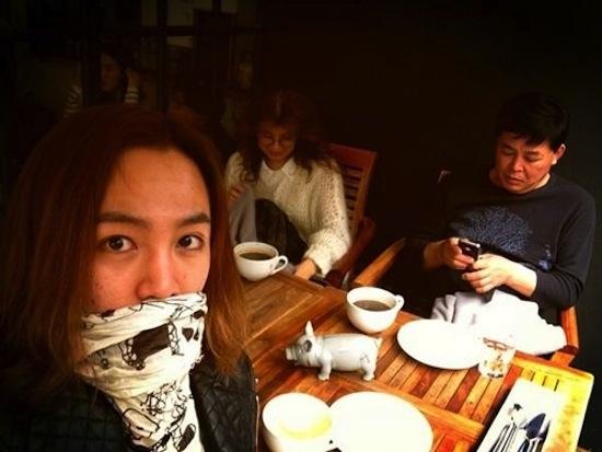 Dù bận rộn, nhưng thỉnh thoảng Jang Geun Suk cũng dành thời gian để đoàn tụ bên bố mẹ