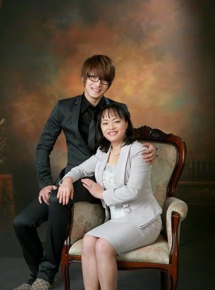Jaejoong hạnh phúc bên mẹ