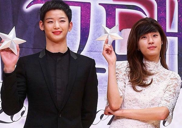 Cheon Song Yi (Jeon Ji Hyun), Do Min Joon (Kim Soo Hyun) trongMy Love From Another Star