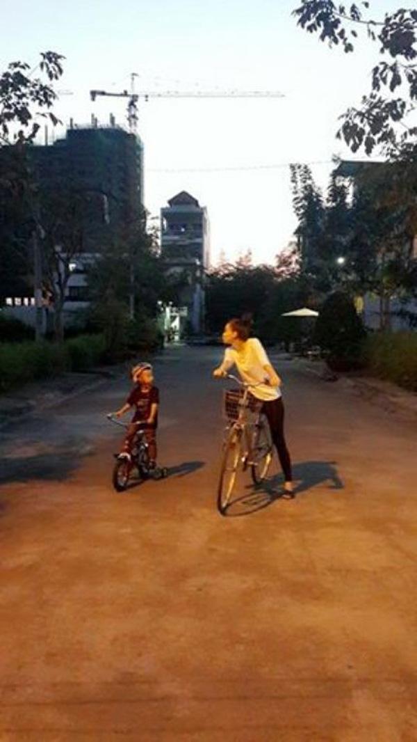 Có thể thấy 2 mẹ con rất thân thiết với nhau, Hồ Ngọc Hà mỗi khi có thời gian đều sẽ dành trọn để ở bên Subeo