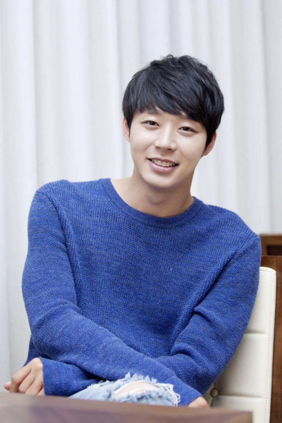 Vị trí thứ 2 thuộc về Park Yoochun với 1.382 bình chọn (28.5%)