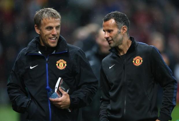 Giggs không hài lòng khi thấy các cộng sự của anh như Phil Neville bị Man Utd xử tệ.
