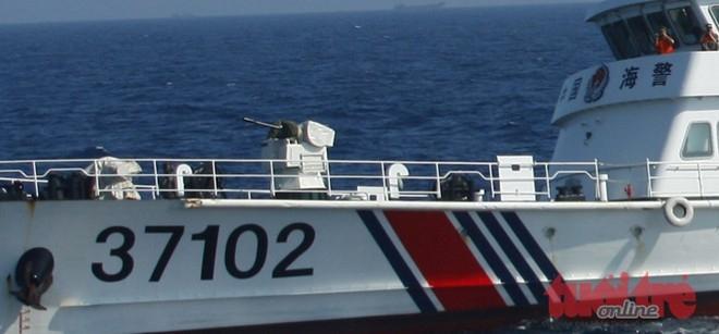 Các khẩu pháo trên tàu hải giám, hải cảnh của Trung Quốc luôn trong tư thế tháo bạt, sẵn sàng nhả đạn