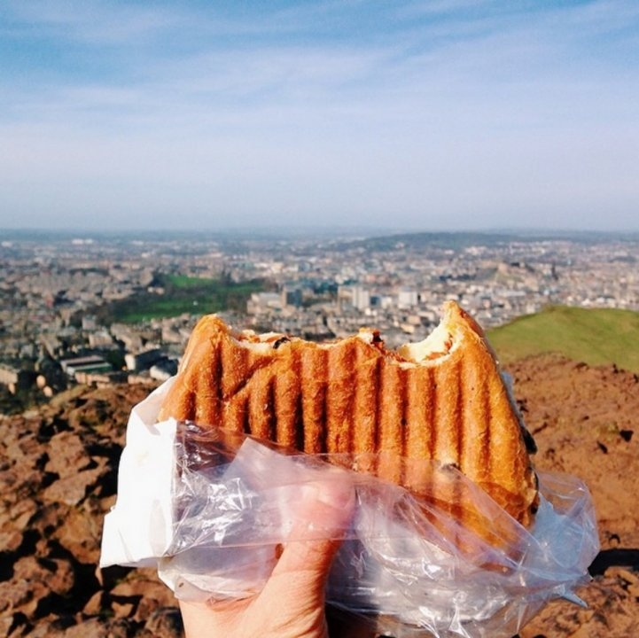 Món bánh sandwich ở Edinburgh.