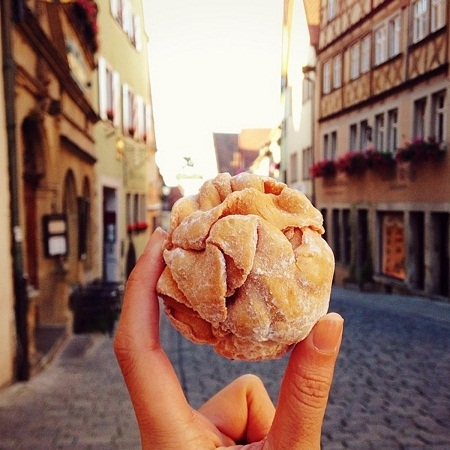 Một loại bánh ngọt ở Rothenburg Ob de Taubler, Đức