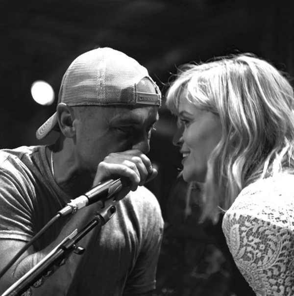 Reese Witherspoon kết hợp lại với Kenny Chesney