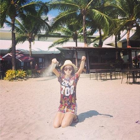 Dara khoe hình nghịch cát siêu đáng yêu trong kỳ nghĩ tại Philippines