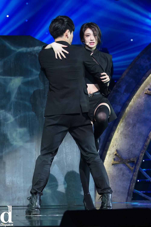 Jiyeon thể hiện đường cong cực gợi cảm trên sân khấu