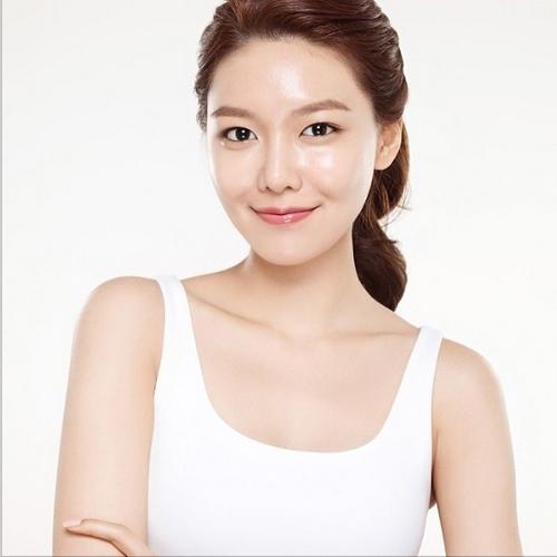 Sooyoung đăng hình ảnh cô quảng cáo cho một mỹ phẩm