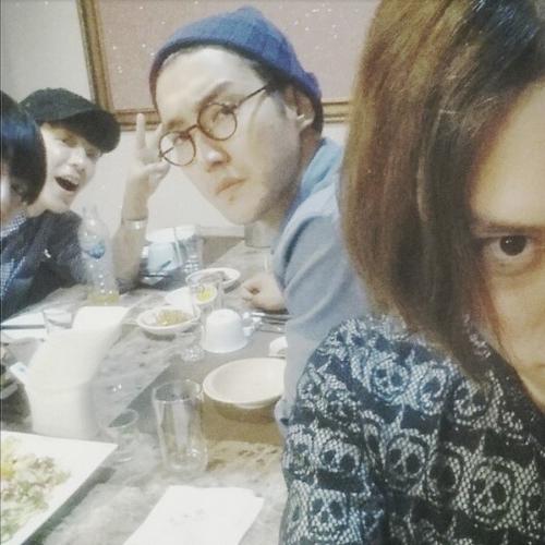 Heechul khoe hình đi ăn cùng Super Junior gồm có Siwon và Donghae