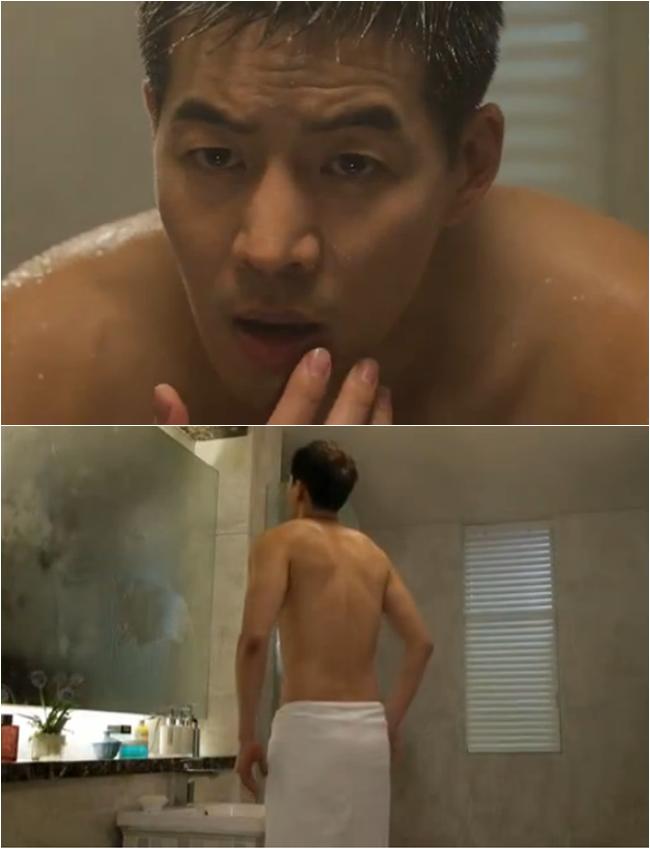 Trong tập 9 của Angel Eyes, Lee Sang Yoon cũng có một cảnh trong phòng tắm khoe thân hình. Dù cảnh toàn thân chỉ được quay phía sau nhưng cư dân mạng cũng có rất nhiều bình luận khen ngợi nam diễn viên có tấm lưng gợi cảm.