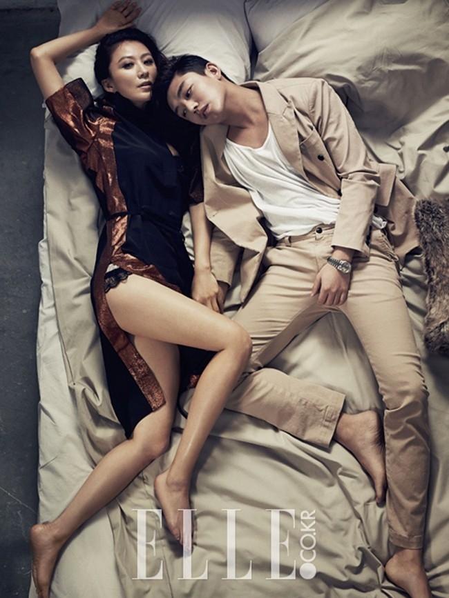 So với thời đóng Sungkyunkwan Scandal, Yoo Ah In nam tính và mạnh mẽ hơn rất nhiều.
