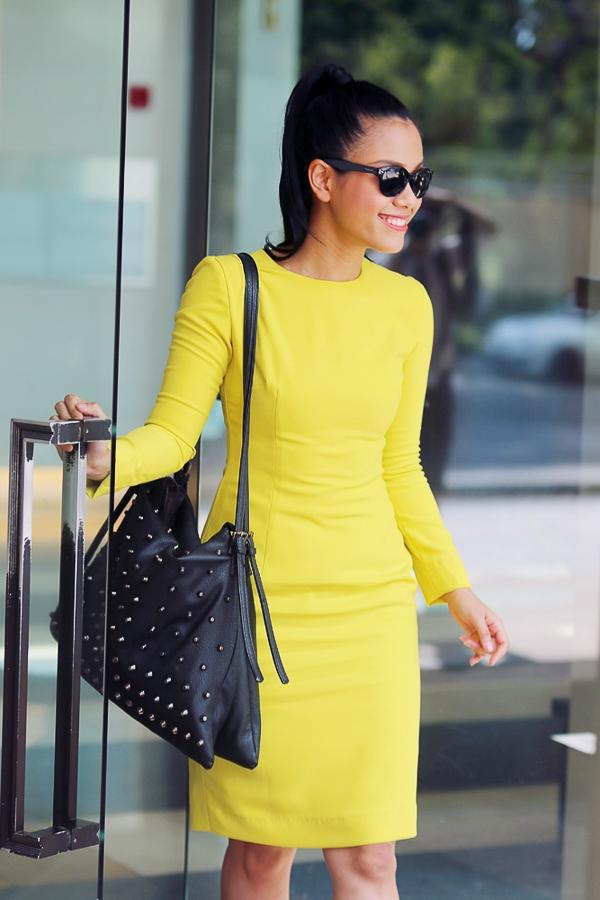 Nữ ca sỹ rất thích sưu tập kính mắt của các thương hiệu lớn như Dior, Prada, Polaroid Eyewear...