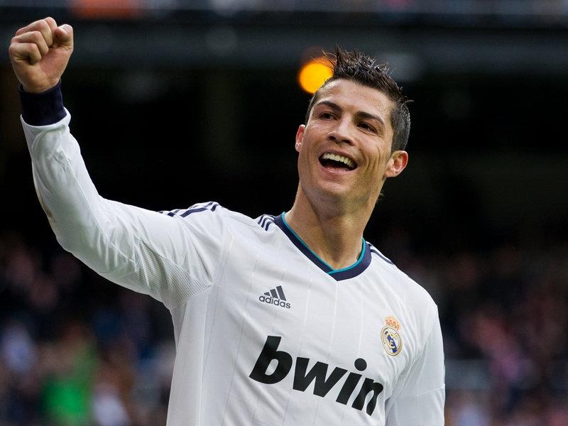 Ronaldo thực hiện lời hứa tặng xe hơi